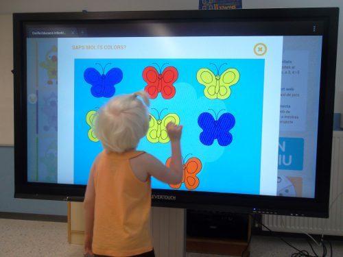 dual-use interactive monitors at the Escola L'Arc de Sant Martí
