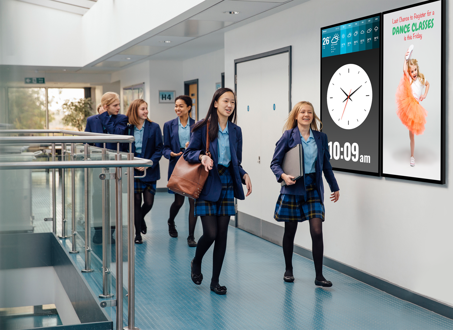 Improve communication between students with digital signage