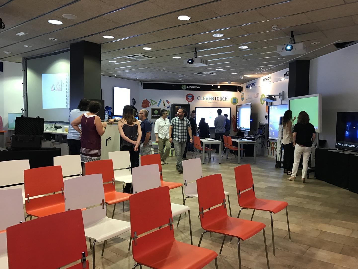 Charmex muestra las últimas soluciones AV para el sector educativo en su showroom de Barcelona