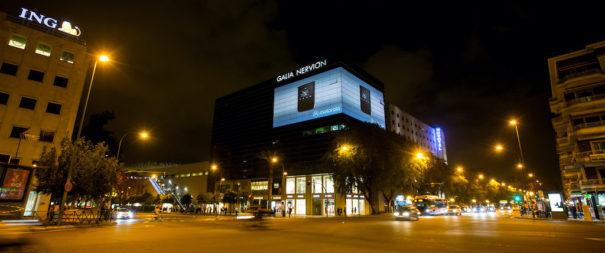 Los equipos láser de Christie iluminan los proyectos de publicidad DooH de LumenAd en Sevilla